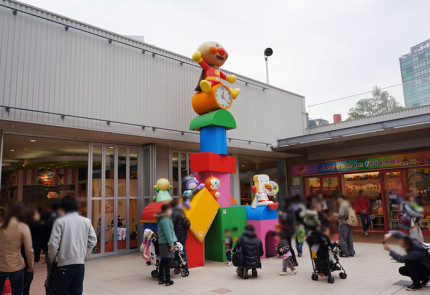 広場のアンパンマン時計