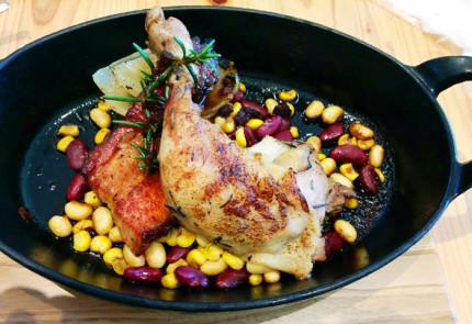 鶏もも肉のコンフィと燻製ベーコン