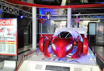 カスタムガレージの入口のロボット