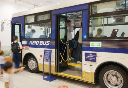 バスの運転席を体験できるコーナー