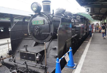 千頭駅に入ると、蒸気機関車が到着