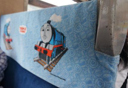 座席のシートにトーマスのイラスト