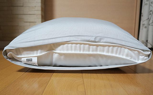 ただ、枕は幅40cm×奥行60cmで、枕カバーは最大で幅50cm×奥行71cmと書いてあったのに、実際につけてみるとギリギリでした(^^;