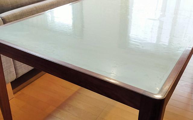 こうして、若干、雑ではありますが、無事にテーブルマットのカットは完了しました。
