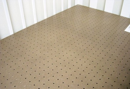 床板には無数の穴が開いており、通気性が抜群
