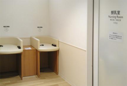 授乳室の自動ドア
