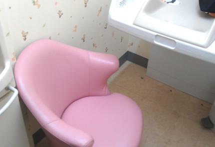授乳室の椅子