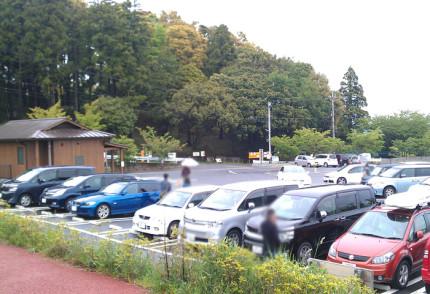 一夜城ヨロイヅカファーム駐車場