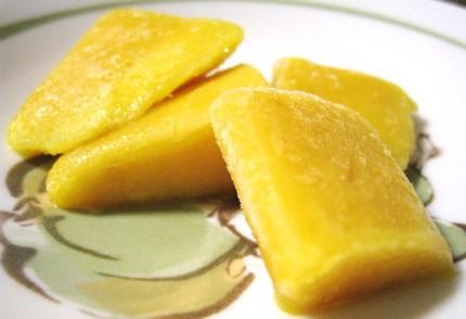 解凍した冷凍マンゴー